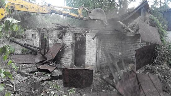 Домик в деревне. Доламываем руины и сносим строения