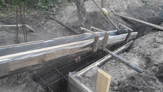 Домик в деревне. Заливаем фундамент