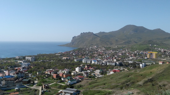 Крым. Вид с холма, у подножия которого стоит отель Лазурный