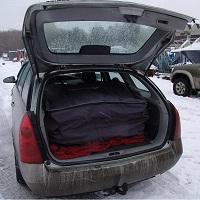 Упакованный РИБ (RIB) 430 в багажнике автомобиля